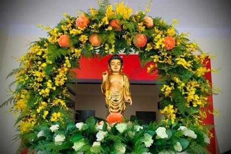 Tôn tượng Phật sơ sinh tại trụ sở tòa soạn báo Giác Ngộ