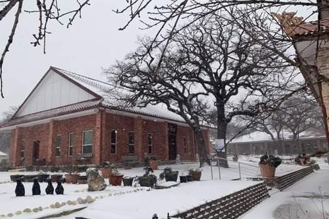 Tuyết bao phủ Thiền viện Quang Chiếu