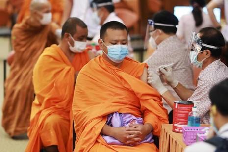 Thái Lan: Chư Tăng tại Bangkok được tiêm vắc-xin Covid-19