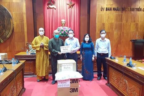 Ban Từ thiện - Xã hội báo Giác Ngộ tiếp tục ủng hộ vật tư y tế đến tỉnh Tiền Giang
