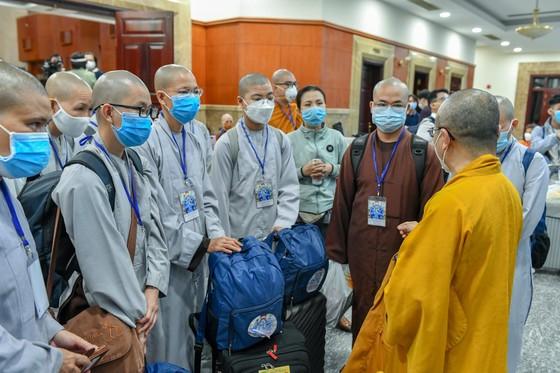 [Video] 299 tình nguyện viên các tôn giáo đến các bệnh viện hỗ trợ chăm sóc bệnh nhân Covid-19
