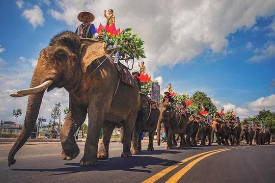 """Tác phẩm """"Rước Phật bằng voi"""" của tác giả Dương Hoài An (Đắk Lắk) giành giải nhất"""