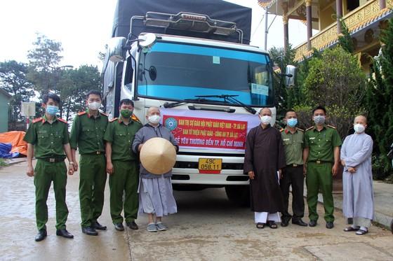 Chuyến xe yêu thương chở nông sản về TP.HCM chiều ngày 2-8