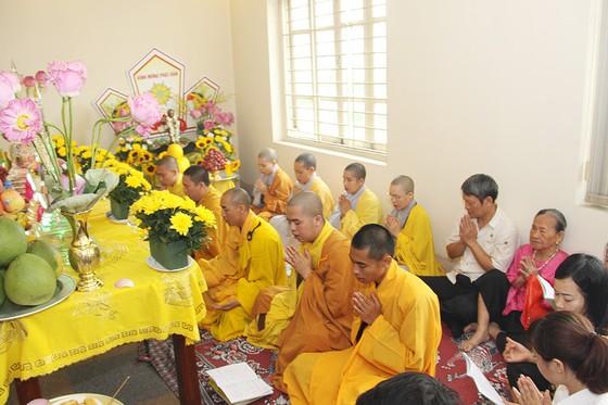 Công ty Quang Minh giúp nhân viên hướng Phật