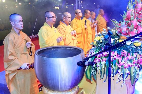 Cả ngàn Phật tử về chùa Đức Hậu cầu an