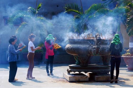 Người Sài Gòn đi chùa lễ Phật cầu an đầu năm