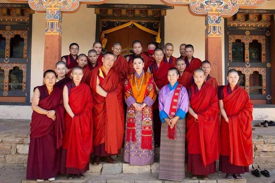 Chư Ni của BNF cùng với Hoàng thái hậu Ashi Tshering Yangdoen Wangchuck