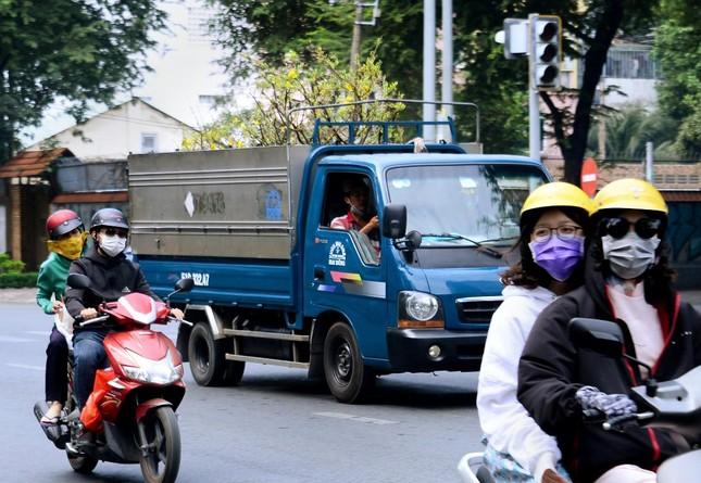 [Phóng sự ảnh] Người dân TP.HCM đón Tết Tân Sửu trong tình hình có nhiều ca mới Covid-19 cộng đồng ảnh 11