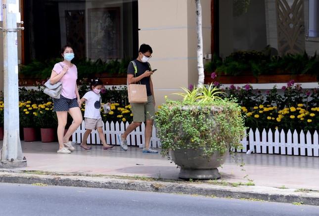 [Phóng sự ảnh] Người dân TP.HCM đón Tết Tân Sửu trong tình hình có nhiều ca mới Covid-19 cộng đồng ảnh 21