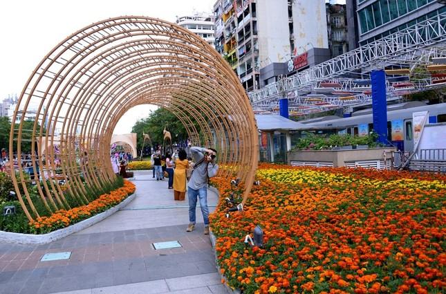 Ngắm Đường hoa Nguyễn Huệ Tết Tân Sửu - 2021 qua ảnh ảnh 10