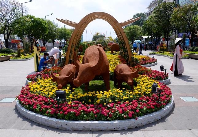 Ngắm Đường hoa Nguyễn Huệ Tết Tân Sửu - 2021 qua ảnh ảnh 15