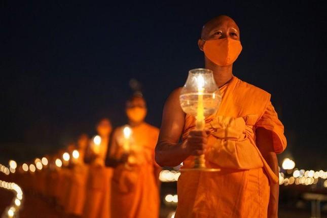 200.000 Phật tử Thái Lan tham gia ngày lễ thiêng liêng qua ứng dụng trực tuyến ảnh 2