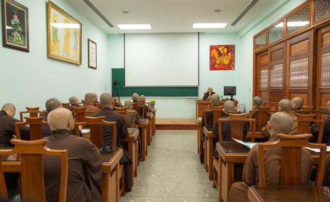 Hòa thượng Thích Minh Thông khai thị tổng quan về giới luật cho lớp đầu tiên khoa Luật học Phật giáo ảnh 2