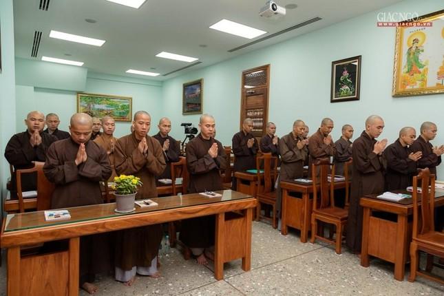 Hòa thượng Thích Minh Thông khai thị tổng quan về giới luật cho lớp đầu tiên khoa Luật học Phật giáo ảnh 1