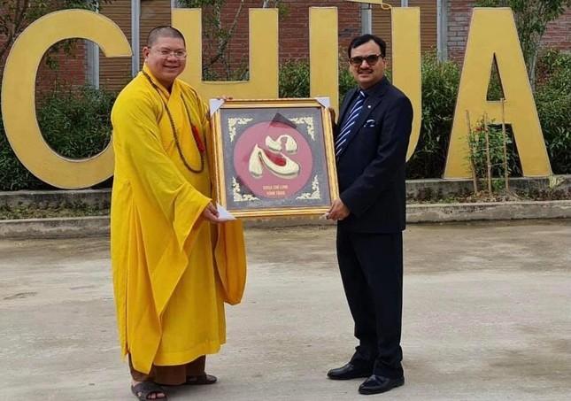 Nghệ An: Phó Đại sứ Ấn Độ dâng hương lễ Phật tại chùa Chí Linh ảnh 1