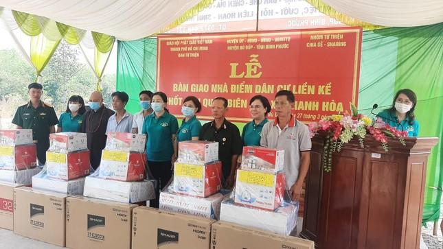 Ban TTXH Phật giáo TP.HCM, nhóm Chia Sẻ - Sharing trao quà vùng biên giới ảnh 1