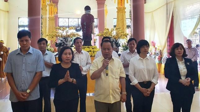 Nhiều đoàn đã đến viếng tang, đảnh lễ tưởng niệm Trưởng lão Hòa thượng Thích Từ Hương ảnh 1