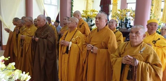 Nhiều đoàn đã đến viếng tang, đảnh lễ tưởng niệm Trưởng lão Hòa thượng Thích Từ Hương ảnh 2