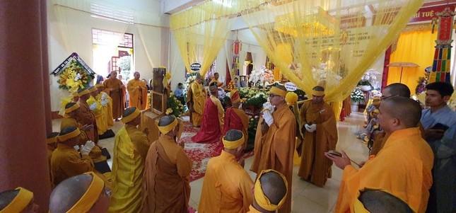 Trung ương GHPGVN viếng tang Trưởng lão Hòa thượng Thích Từ Hương ảnh 3