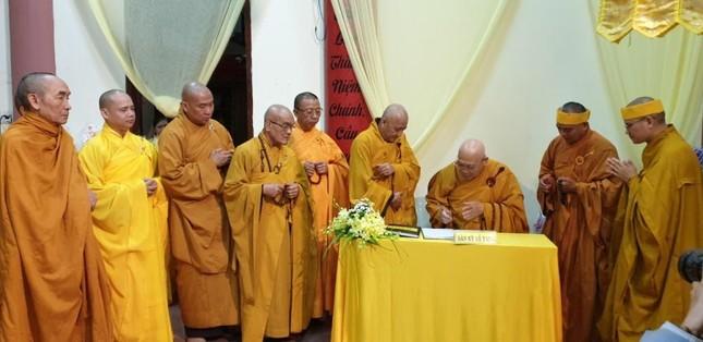 Trung ương GHPGVN viếng tang Trưởng lão Hòa thượng Thích Từ Hương ảnh 2
