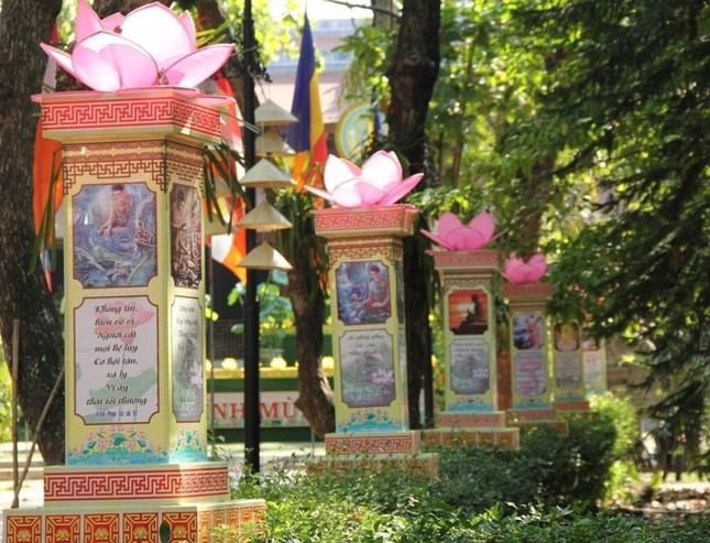 Yên ắng không khí Phật đản ở cố đô Huế ảnh 17