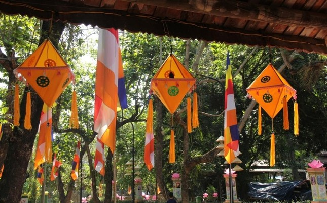 Yên ắng không khí Phật đản ở cố đô Huế ảnh 4