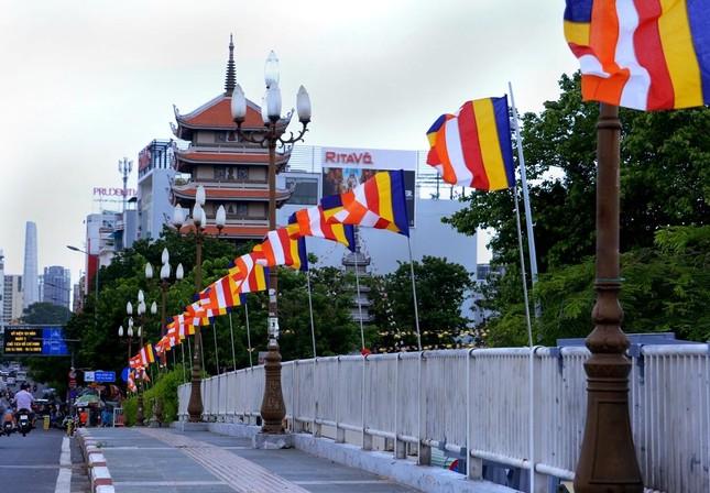 Nhìn lại: Một mùa Phật đản đặc biệt ảnh 1