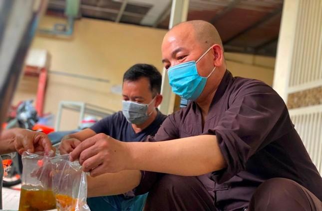 Bình Thạnh: Chùa Bát Nhã, Bảo Vân tặng cơm chay miễn phí mỗi ngày đến hết giãn cách xã hội ảnh 9