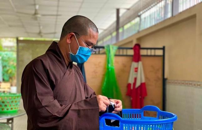 Bình Thạnh: Chùa Bát Nhã, Bảo Vân tặng cơm chay miễn phí mỗi ngày đến hết giãn cách xã hội ảnh 10