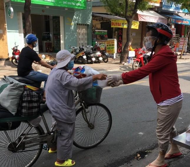 Bình Thạnh: Chùa Bát Nhã, Bảo Vân tặng cơm chay miễn phí mỗi ngày đến hết giãn cách xã hội ảnh 1
