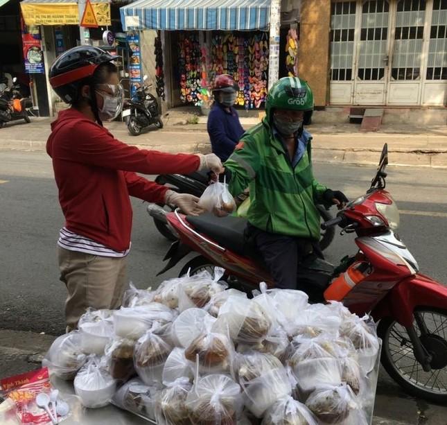 Bình Thạnh: Chùa Bát Nhã, Bảo Vân tặng cơm chay miễn phí mỗi ngày đến hết giãn cách xã hội ảnh 7
