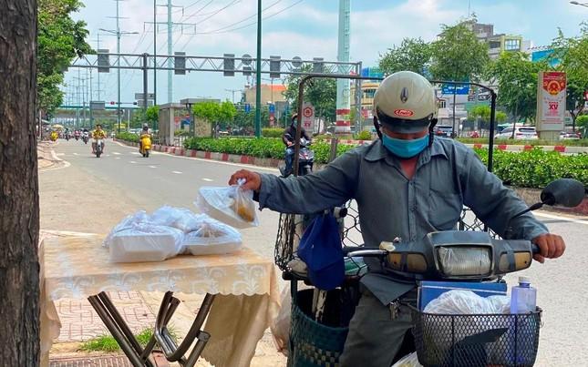 Bình Thạnh: Chùa Bát Nhã, Bảo Vân tặng cơm chay miễn phí mỗi ngày đến hết giãn cách xã hội ảnh 4