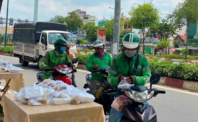 Bình Thạnh: Chùa Bát Nhã, Bảo Vân tặng cơm chay miễn phí mỗi ngày đến hết giãn cách xã hội ảnh 5