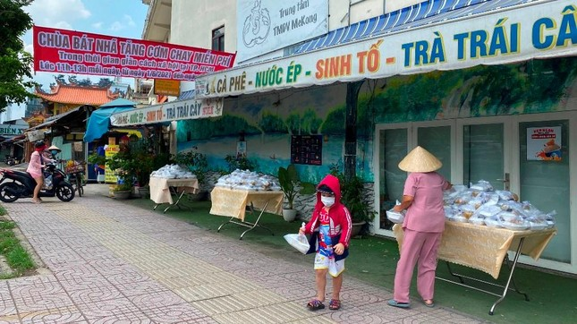 Bình Thạnh: Chùa Bát Nhã, Bảo Vân tặng cơm chay miễn phí mỗi ngày đến hết giãn cách xã hội ảnh 2