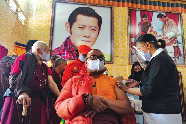 Vương quốc hạnh phúc Bhutan và chiến dịch tiêm vắc-xin Covid-19 vượt cả Mỹ, Anh ảnh 4