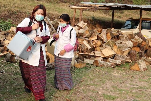 Vương quốc hạnh phúc Bhutan và chiến dịch tiêm vắc-xin Covid-19 vượt cả Mỹ, Anh ảnh 2