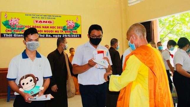 Đồng Nai: Trao học bổng đến học sinh con em hội viên người mù ảnh 2
