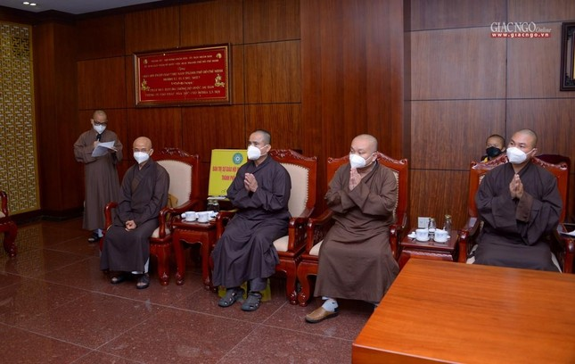 Ban Trị sự Phật giáo TP.HCM trao tặng 6 chiếc xe cứu thương phục vụ bệnh nhân ảnh 9