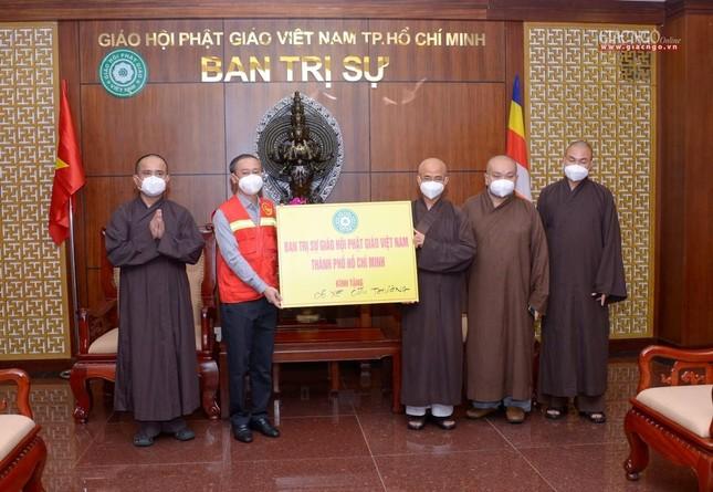 Ban Trị sự Phật giáo TP.HCM trao tặng 6 chiếc xe cứu thương phục vụ bệnh nhân ảnh 6