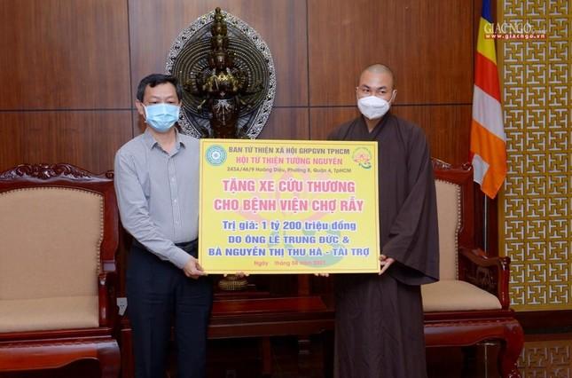 Ban Trị sự Phật giáo TP.HCM trao tặng 6 chiếc xe cứu thương phục vụ bệnh nhân ảnh 11