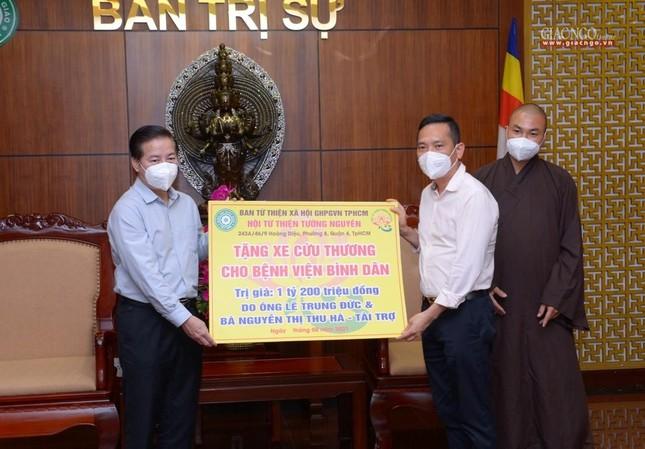 Ban Trị sự Phật giáo TP.HCM trao tặng 6 chiếc xe cứu thương phục vụ bệnh nhân ảnh 12