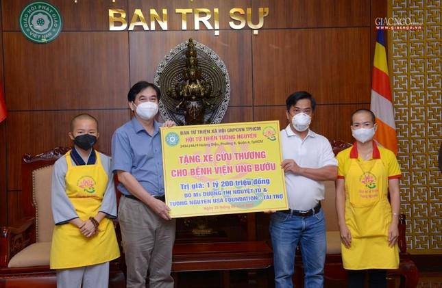 Ban Trị sự Phật giáo TP.HCM trao tặng 6 chiếc xe cứu thương phục vụ bệnh nhân ảnh 14