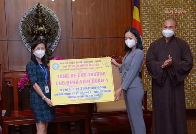 Ban Trị sự Phật giáo TP.HCM trao tặng 6 chiếc xe cứu thương phục vụ bệnh nhân ảnh 15