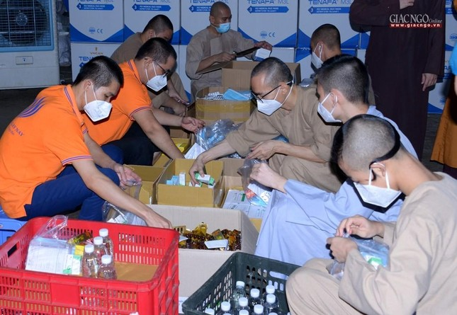 Lãnh đạo Giáo hội thăm các cơ sở hỗ trợ tuyến đầu chống dịch của Phật giáo tại TP.HCM ảnh 28