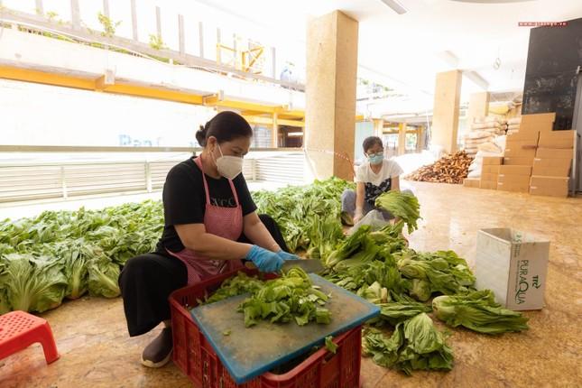 [ẢNH] Một ngày ở bếp chùa phục vụ gần 10.000 suất ăn cho lực lượng tuyến đầu chống dịch ảnh 14