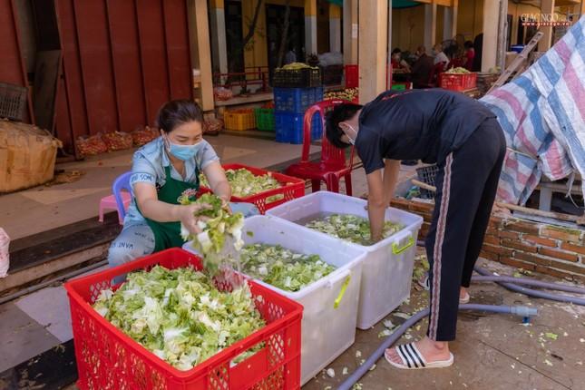 [ẢNH] Một ngày ở bếp chùa phục vụ gần 10.000 suất ăn cho lực lượng tuyến đầu chống dịch ảnh 29