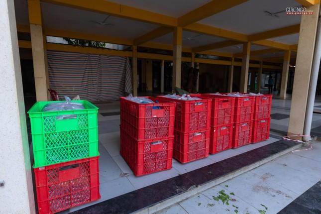 [ẢNH] Một ngày ở bếp chùa phục vụ gần 10.000 suất ăn cho lực lượng tuyến đầu chống dịch ảnh 39