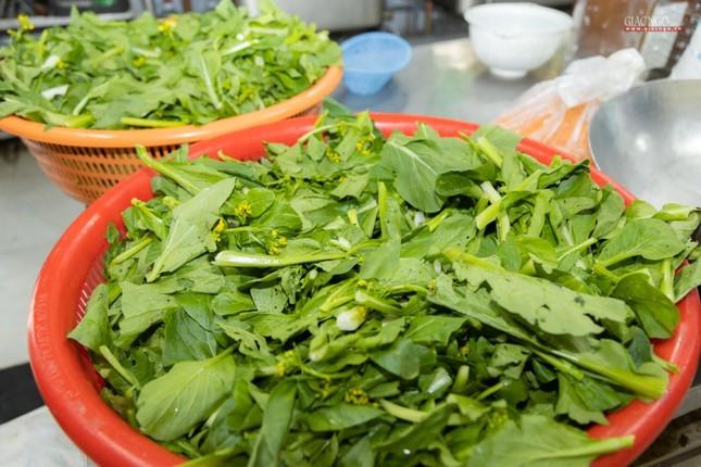 [ẢNH] Một ngày ở bếp chùa phục vụ gần 10.000 suất ăn cho lực lượng tuyến đầu chống dịch ảnh 51