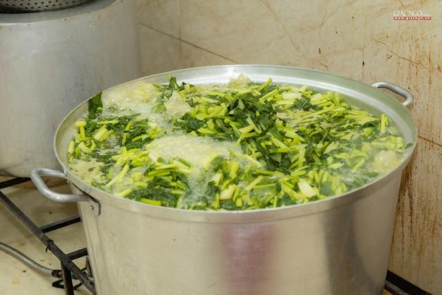 [ẢNH] Một ngày ở bếp chùa phục vụ gần 10.000 suất ăn cho lực lượng tuyến đầu chống dịch ảnh 69