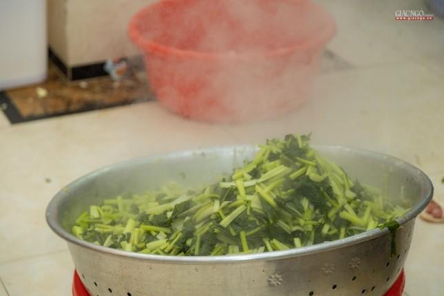 [ẢNH] Một ngày ở bếp chùa phục vụ gần 10.000 suất ăn cho lực lượng tuyến đầu chống dịch ảnh 71